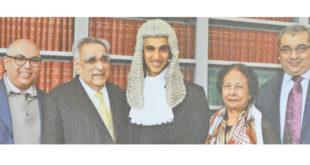 Me Anwar Abdool Hamid Moollan à l'extrême gauche en compagnie de ses parents et frères