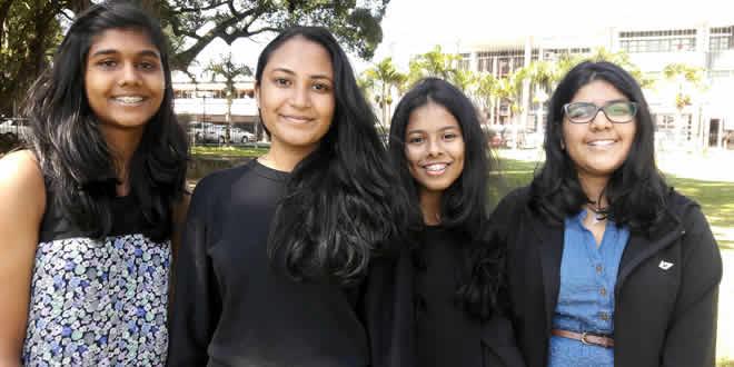 Saarah Tagally (2e à g.) en compagnie de ses amies