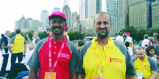 Jean François Rayapen, Quality Marshall au Shell Garden de Curepipe, et Osman Bhayat, responsable de la station-service Shell Ebène, posant pour la photo souvenir à New-York