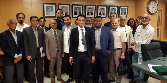 Samad Jeetun et la délégation d'hommes d'affaires à Karachi.